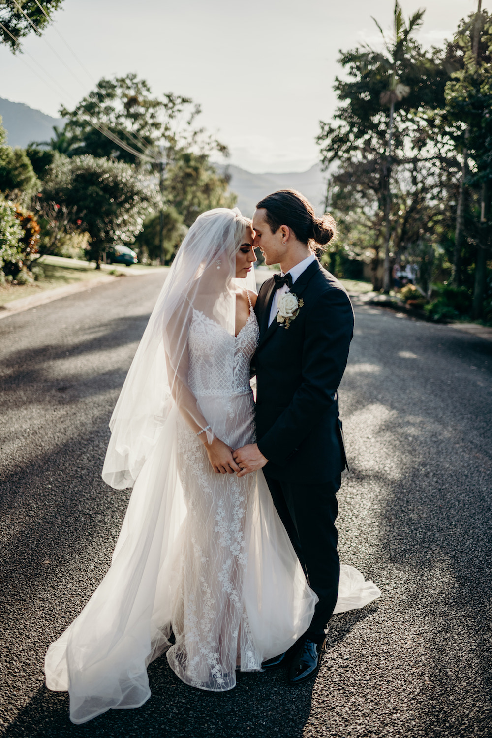 cairns wedding with epic mountain backdrop
