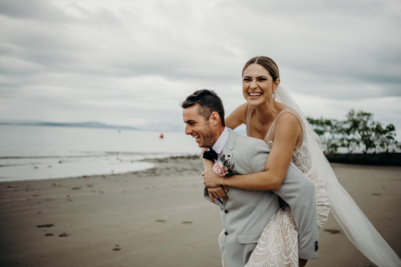 wedding port douglas beach
